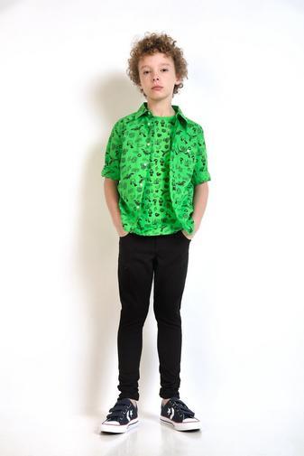 Grasgroen hemd met print